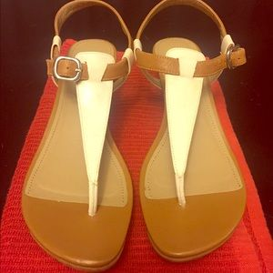 Kenneth Cole t strap sandals